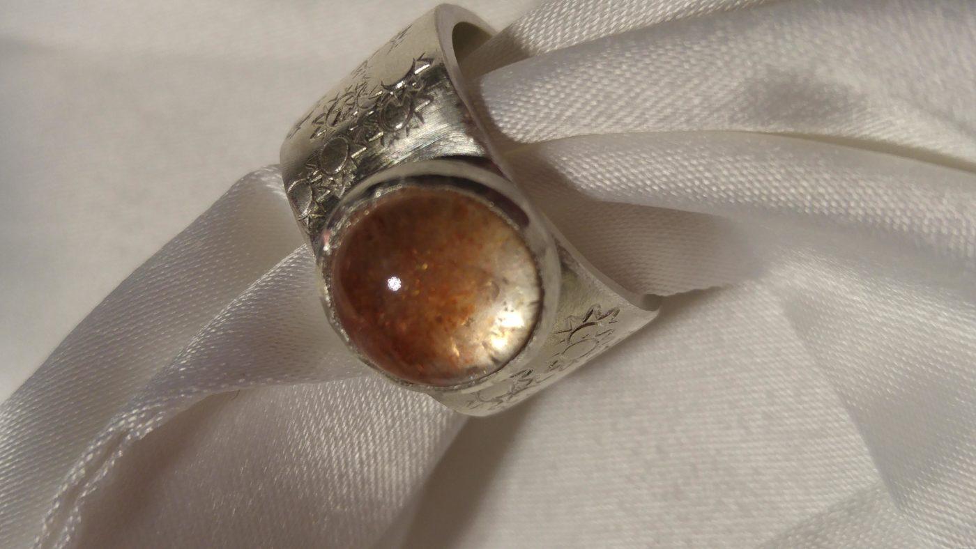 Ein Ring, sie zu knechten…